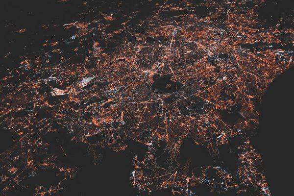 mesto-v-noci